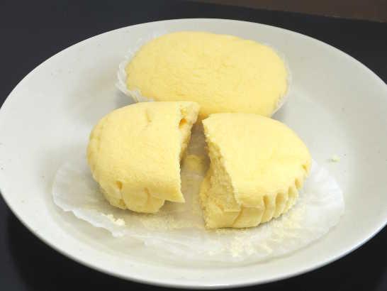 コンビニパンだ_ブランのチーズ蒸しケーキ 北海道産クリームチーズ【ローソン】中身02