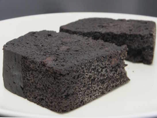 コンビニスイーツだ_RIZAPふんわり食感チョコチップケーキ【ファミリーマート】中身05