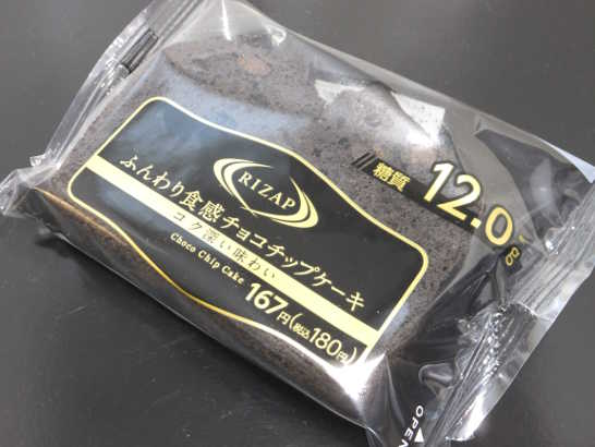 コンビニスイーツだ_RIZAPふんわり食感チョコチップケーキ【ファミリーマート】外観00