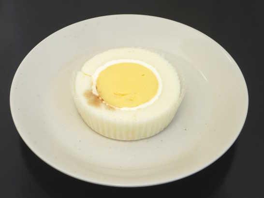 コンビニスイーツだ_プレミアム きよら卵のプリンロールケーキ【ローソン】中身00