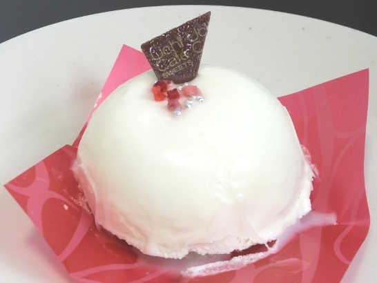 コンビニスイーツだ_白いクリスマスケーキ(ホワイトチョコレートムース&プラリネクリーム)【ローソン】中身01