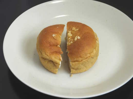 コンビニパンだ_ブランのバナナクリーム&ホイップパン【ローソン】中身02