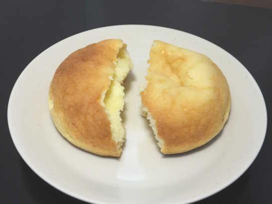 コンビニパンだ_チーズクリームメロンパン【ローソン】中身02