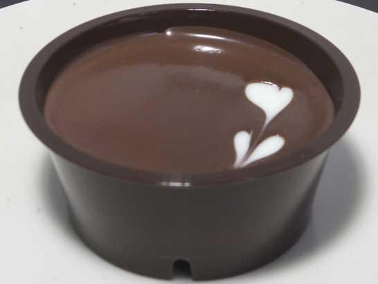 コンビニスイーツだ_ラム香るチョコケーキ【ファミリーマート】中身01