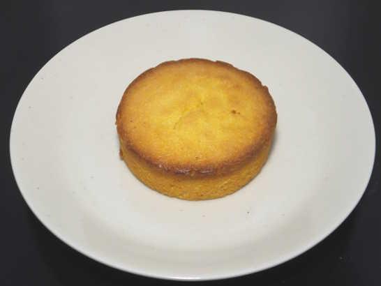 コンビニパンだ_つぶつぶコーングリッツのケーキ【ローソン】中身00