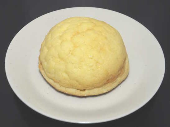 コンビニパンだ_塩バターメロンパン ホイップクリーム【ローソン】中身00