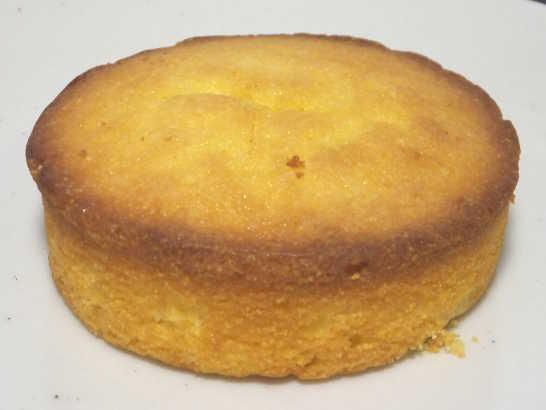 コンビニパンだ_つぶつぶコーングリッツのケーキ【ローソン】中身01