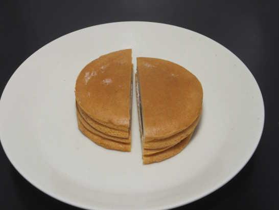 コンビニパンだ_大豆粉の厚焼きパンケーキ アガベシロップ入りメープルソース【ローソン】中身02