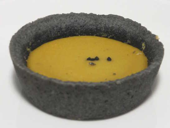 コンビニパンだ_安納芋と黒胡麻のタルト(カスタードクリーム入り)【ローソン】中身01