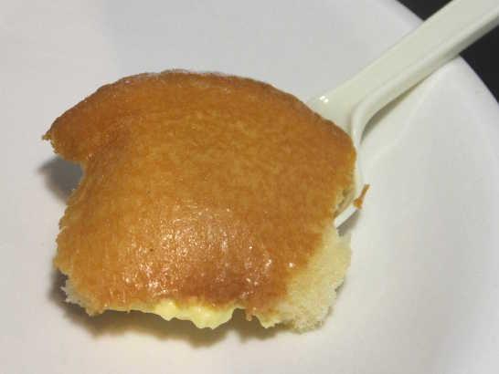 コンビニパンだ_たっぷりクリームの生シフォンケーキ【ファミリーマート】中身02