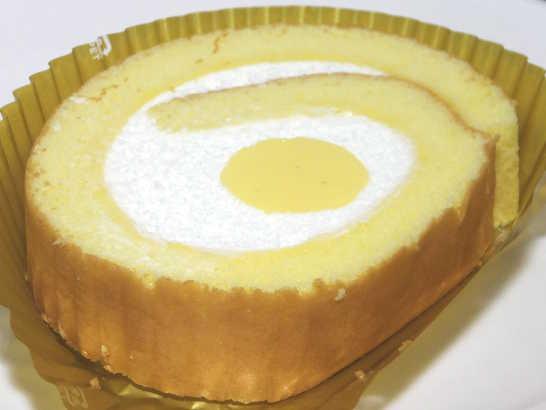 コンビニパンだ_こだわり卵のふんわりロールケーキ【セブンイレブン】中身01