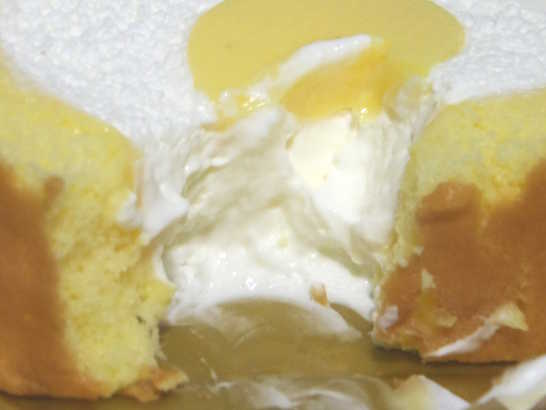 コンビニパンだ_こだわり卵のふんわりロールケーキ【セブンイレブン】中身03