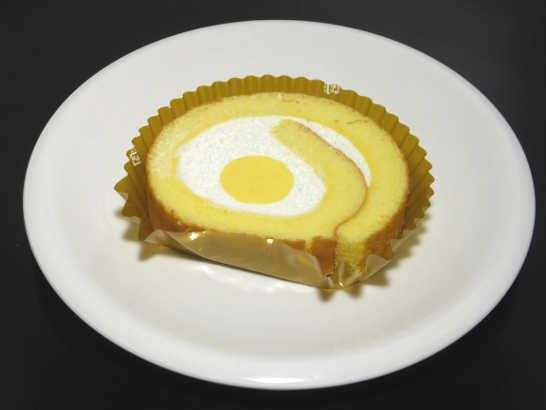 コンビニパンだ_こだわり卵のふんわりロールケーキ【セブンイレブン】中身00
