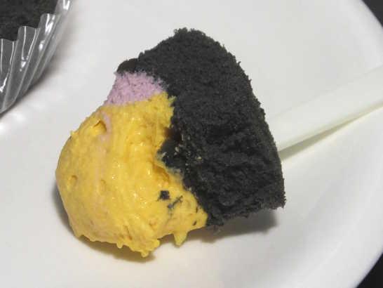 コンビニスイーツだ_プレミアム かぼちゃ&紫芋のロールケーキ【ローソン】中身02