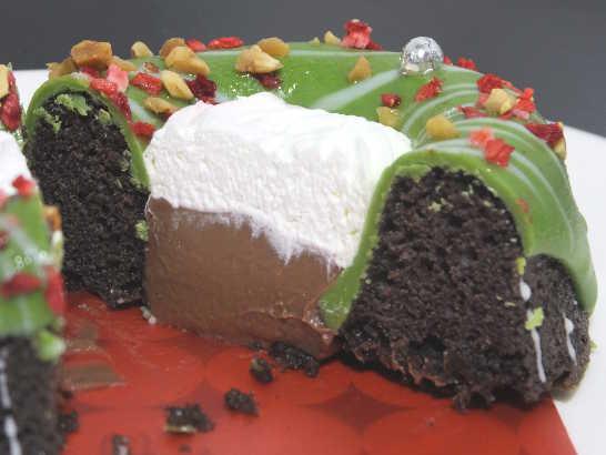 コンビニスイーツだ_緑のクリスマスリースのケーキ【ローソン】中身03