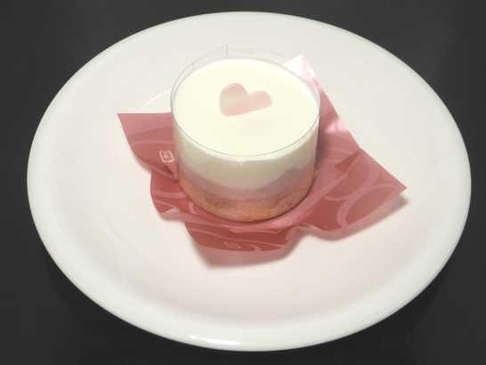 コンビニスイーツだ_ホワイトチョコレート&ベリーのケーキ【ローソン】中身00