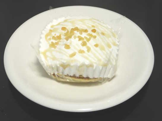 コンビニスイーツだ_ココナッツミルククリームのパンケーキ【ローソン】中身00